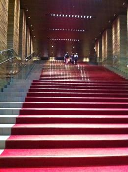 フェスティバルホール階段.jpg